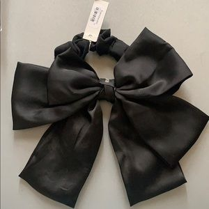 Francescas hair tie with bow